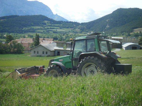 Fauchage 2011 >>>  Valtra avec Vicon <<<