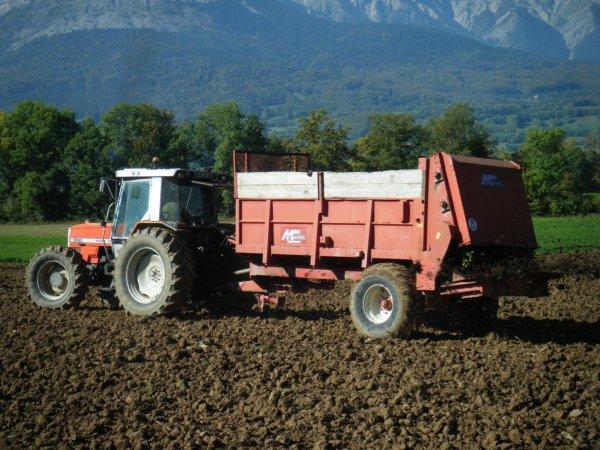 Epandage de compost 2011 >>> Massey Ferguson avec Miro <<<