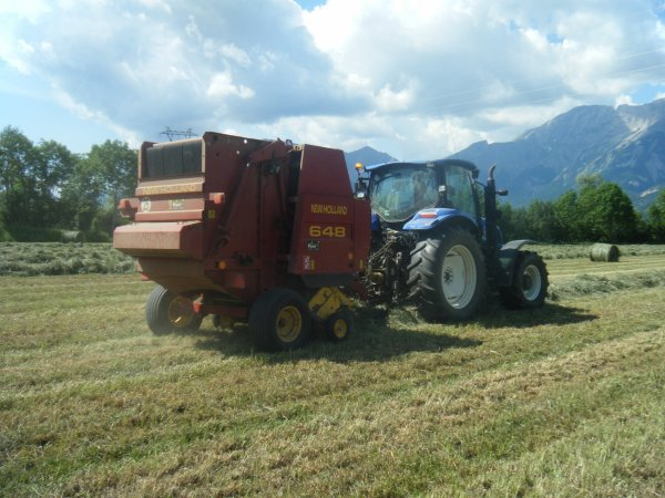 Pressage 2011 >>> New Holland avec New Holland <<<