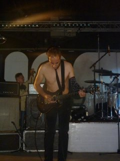 california 2012  ( joue AC DC )
