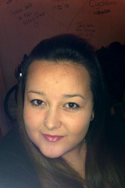 Alexandra, 16ans, Célibaataire ! (L)