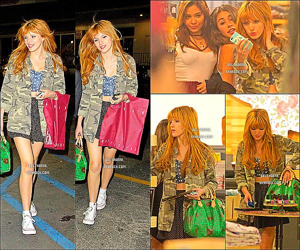 . 12/03/2013 : Bella et ses amies faisant du Shopping. J'aime beaucoup sa veste,et je lui accorde un top,et vous?  .