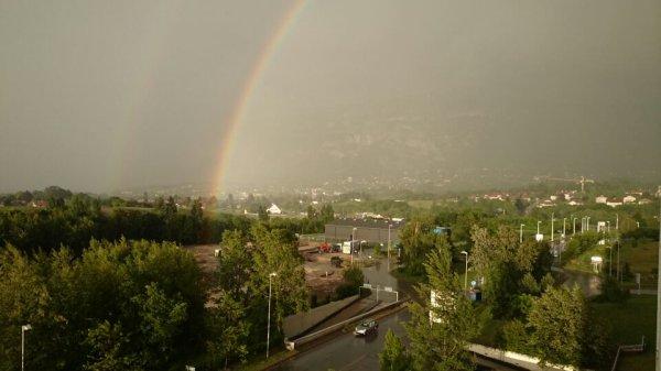 Arc en ciel et jolie pluie