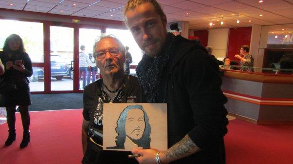 Voici quelques célébrités que j'ai pu rencontrer et dont j'ai pu leur offrir leurs portraits. Les reconnaissez-vous?