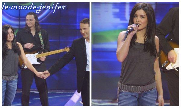 Jenifer participait le 31 Décembre 2oo3 à l'émission 12o minutes de bonheur, présentée par Arthur. Pour l'occasion, elle chante son tube J'attend l'amour. Vidéo