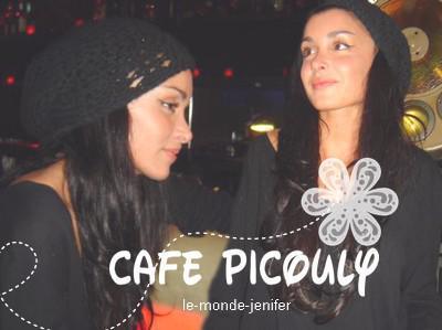"""A l'occasion de la sortie de son album """" Lunatique """" Jenifer se rend au """" Café Picouly """" le 26 Novembre 2oo7. On a eu droit a une interview et un très bon live de Tourner ma page ( version Acoustique ) (L)."""