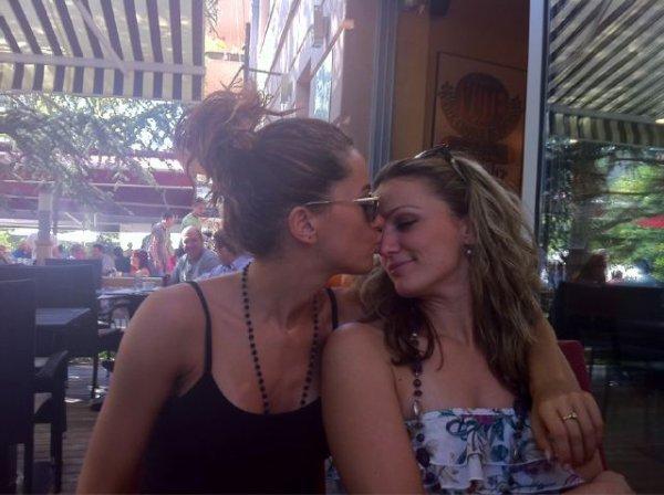 Dafina me nje foto lesbike si gjithmon :) :)