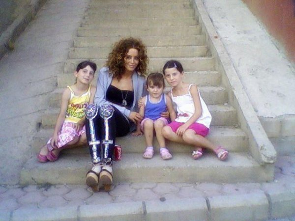 Dafina Zeqiri me fansat e saj !!!! (BEBA DHE FEMIJE :) :) ^^ ^^ )
