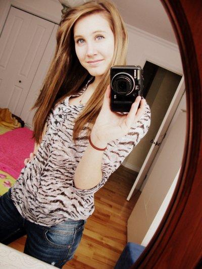 Souri même si ton sourire est triste, car rien n'est plus triste que de ne pas te voir sourire (: