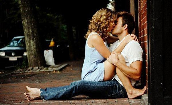 Curieux cette impossibilité de se détacher tout à fait de l'être que l'on aime, ce besoin de le retenir, d'y parler & de retarder désespérément le moment où il ne sera plus rien pour nous. » - Anne Bernard