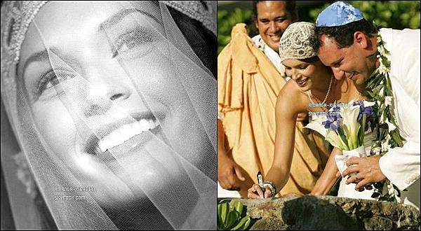 ___  29 Avril 2006 : Mariage de l'actrice Amanda Righetti et du réalisateur Jordan Alan.  ___ Tout commence entre les années 1995 et 2000, âgée seulement de 11 ans, Amanda a joué dans trois films à la suite qui étaient sous la direction de Jordan Alan, un jeune réalisateur qui allait devenir quelques années plus tard son mari. Mais ce n'est quand 2006, que la belle actrice, âgée de 21 dit oui et se marie avec le réalisateur qui l'a fait connaître étant jeune.C'est le 26 Avril 2006, qu'Amanda Righetti et Jordan Alan se marient à Hawaii. Ce-là fait six années déjà, qu'ils sont mariés et Amanda est enceinte de son tout premier enfant, elle devrait accoucher en hiver 2012. Texte et recherches faite par moi-même, pour tout emprunt, merci de créditer.  ___
