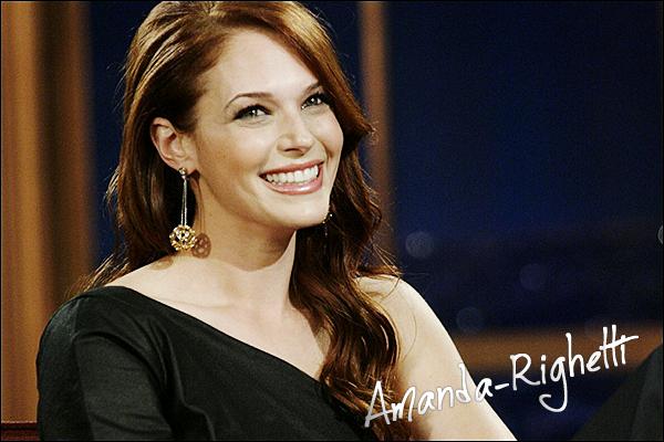___  15/02/10 : Notre sublime Amanda était l'invitée du Late Show de Craig Ferguson. Moi, je dirais qu'Amanda était magnifique tout le temps, mais je n'aime pas trop sa robe mais avec son sourire, c'est parfait. Ton avis ?  ___