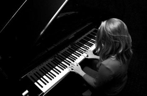 La vie est comme un piano, Il faut des notes blanches et noirs pour avoir une parfaite mélodie.