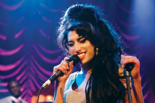 Article 1  •    Biographie d'Amy Winehouse    ✿