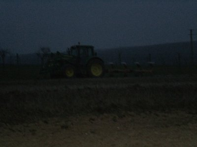 John Deere 6430 avec Huard 4 fers  ( Désolé il faisait déjà nuit )