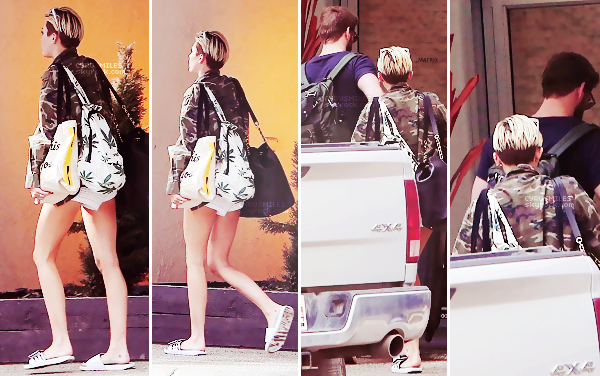 12.07.2013 : Miley et sa mère ont été vues faire les course chez Trader Joe's dans Toluca Lake. Miley portait un ensemble ayant comme motif : des dollars. J'aime beaucoup la jupe qui met bien en valeur ses jambes.