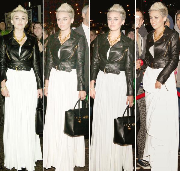 13/02/2013 : Miley était présente au lancement de la nouvelle édition de Cosmo pour le mois de mars à NY .  > Mélange de rock, de glamour,  tous ce que j'aime. La tenue et le make up magnifique.  C'est un GROS TOP !!