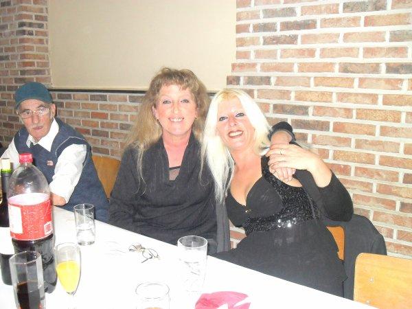 moi et ma petite maman ke j'aime au mariage de mon cousin et ma cousine