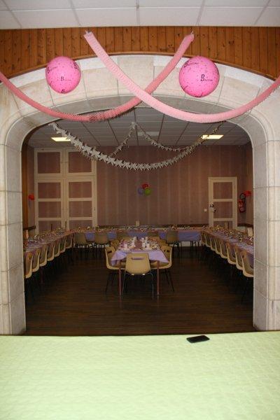 La décoration de la salle et des tables...