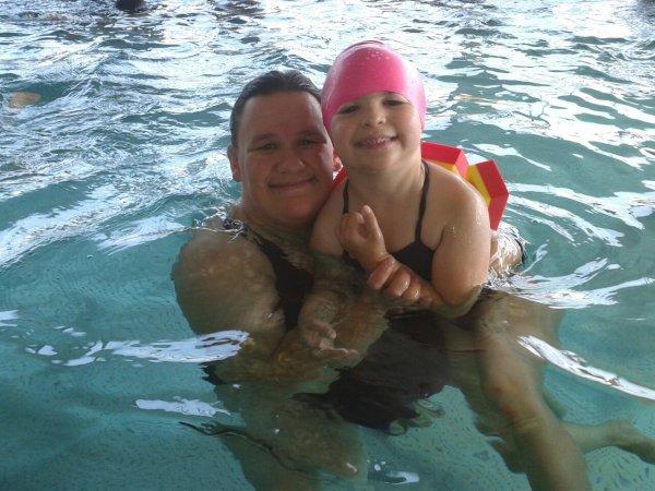 Moi et ma fille adoree à la piscine