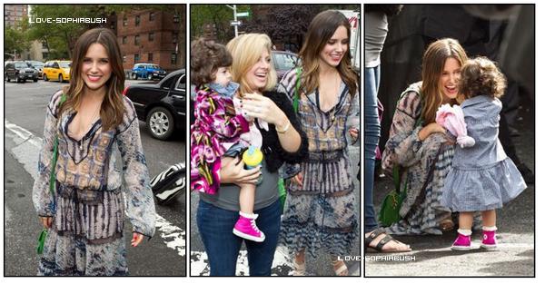 """♥ 08.09.2011 : Sophia était au défilé """"BCBG Max Azria Fashion Show"""". Je ne suis pas une grande fan de sa robe mais bon, je la trouve jolie quand même :) TOP/FLOP ?  ♥"""