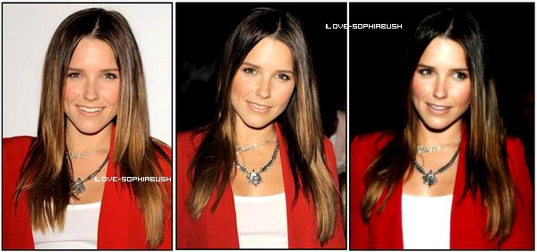 """♥ 12.09.2011 : Notre sublime actrice était au défilé de """"Rebecca Minkoff"""". Pour ma part, je trouve qu'elle nous fait encore un merveilleux top ♥ Elle est ravissante ! :) TOP/FLOP ? ♥"""