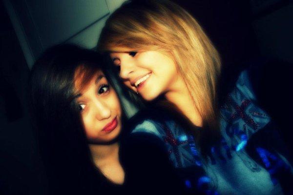 Ma meilleure amie d'enfance depuis 10ans qu'on se connait et je suis fiere d'avoir une amie aussi sincere comme toi ! Je te love de dingue pupute ♥