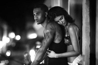 """"""" Trop fier tu caches tes sentiments , trop fier tu refuses de croire que t'es amoureux , trop fier tu te dis que tu peux jouer avec elle comme avec les autres , trop fier tu n'admets pas qu'elle est celle que tu as toujours attendu , trop fier tu l'oublies ou du moins c'est c'que tu dis ; mais à force d'être trop fier tu vas finir par la perdre """" (...)"""
