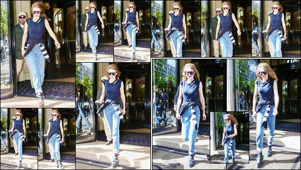 - 06/04/17 -Gigi Hadid a été photographiée alors qu'elle sortait tout juste de l'hôtel « George V », à Paris. C'est ainsi sur le sol Français que nous retrouvons Gigi alors qu'elle sortait de son hôtel. Look plutôt simple et décontracté, c'est un top ! -