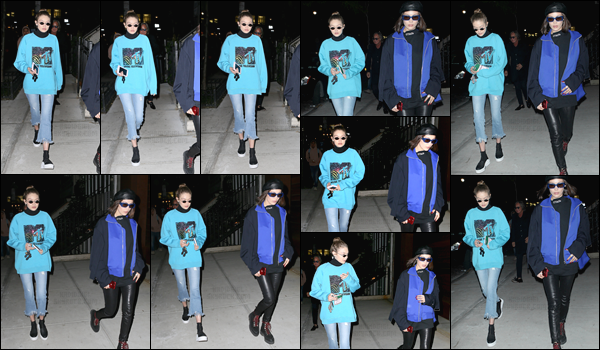 - 03/05/17 -Gigi Hadid a été photographiée alors qu'elle était en compagnie de sa s½urdans les rues de NY. C'est dans des tenues plutôt décontractées que nous retrouvons les s½ursHadid dans les rues de New-York. Je leur donne un petit flop! -