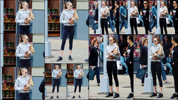 - '-24/05/17-' ◊Gigi Hadid a été photographiée alors qu'elle se trouvait dans les célèbres rues de - New-York. C'est dans une tenue des plus décontractée que nous retrouvons Gigi Hadid dans New-York. Pour le coup, c'est un gros flop. Ton avis ? -