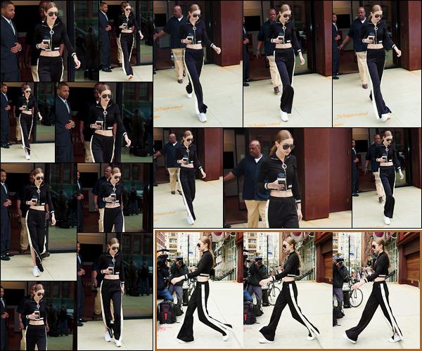 - 14/04/17 -Gigi Hadid a été photographiée à la sortie de son appartement qu'elle quittait ainsi, New-York. C'est dans une tenue assez décontractée, mais cependant très jolie que nous retrouvons notre mannequin. Je lui accorde un petit top ! -