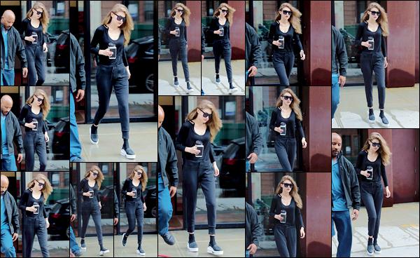 - 12/04/17 -Gigi Hadid a été vue quittant son appartement pour se rendre à son cours de Gym à New York. Un peu plus tard, Gigi a été photographiée alors qu'elle rentrait chez elle après avoir réalisé un photoshoot, je lui accorde donc un top! -