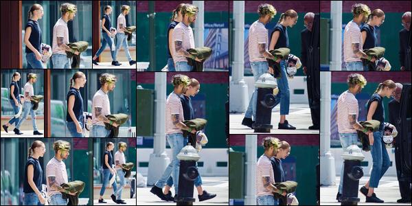 """- '-28/05/17-' ◊Gigi Hadid a été photographiée en compagnie de Zayn M. dans les célèbres rues de New-York. C'est alors que le """"couple"""" rejoignait leur voiture que ce dernier a été photographié. Un petit top pour le look de Gigi, je ne suis pas fan ! -"""