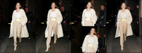 - '-20/02/17-' ◊Gigi a encore une fois été aperçue alors qu'elle se promenait dans les rues de Milan en Italie. C'est dans une tenue assez simple que nous retrouvons Gigi à qui j'accorde d'ailleurs un bon petit flop ! Je suis pas fan de l'ensemble ! -