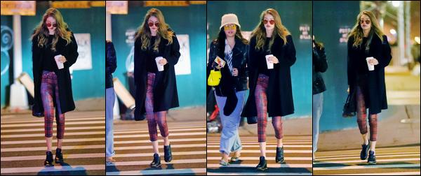- '-21/01/17-' ◊Gigi Hadid a été photographiée alors qu'elle revenait à son appartement, situé à Manhattan. C'est en pleine soirée que nous retrouvons notre belle mannequin, ainsi la nuit tombée, revenant à son appartement. C'est un bof ! -