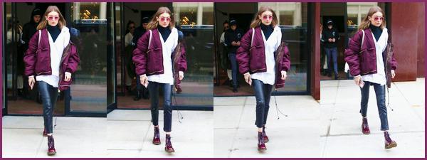 - '-11/02/17-' ◊Notre belle Gigi Hadid a été photographiée alors qu'elle se trouvait dans les rues de New-York. Gigi H. a également été aperçue alors qu'elle sortait de son appartement. Je lui accorde un beau top, je la trouve vraiment magnifique ! -