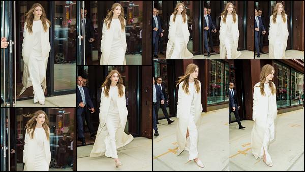 - '-05/06/17-' ◊Gigi Hadid a été photographiée alors qu'elle venait de sortir de son appartement, Manhattan. C'est complètement vêtue de blanc que nous retrouvons Jelena devant son appartement, rejoignant sa voiture. Un petit bof, avis mitigé ! -