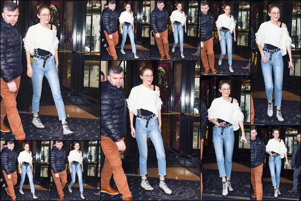 - '-28/02/17-' ◊Gigi Hadid a été photographiée alors qu'elle sortait tout juste de son hôtel situé dans ▬ Paris. C'est ainsi dans notre jolie capitale que nous retrouvons Gigi à qui j'accorde d'ailleurs un petit bof pour ce look réellement décontracté ! -