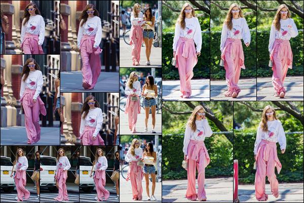 - '-11/06/17-' ◊Gigi Hadid a été photographiée alors qu'elle se promenait dans les célèbres rues de New-York. C'est ainsi dans les rues de New-York City que notre mannequin a été aperçue. J'ai beau aimé la couleur de son bas, je lui donne un flop. -