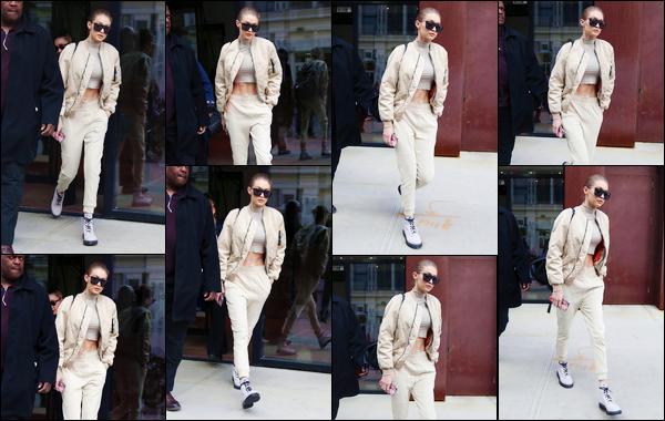 - '-16/02/17-' ◊Gigi Hadid a été photographiée alors qu'elle venait de sortir de son appartement à Manhattan. C'est dans un look assez décontracté que nous retrouvons Gigi pour cette sortie pour laquelle nous n'avons que peu de photos, un bof ! -