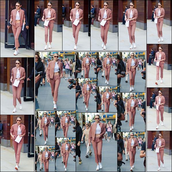 - '-21/06/17-' ◊Gigi Hadid a été photographiée alors qu'elle venait de quitter son appartement à Manhattan. C'est par la suite que nous retrouvons Gigi alors qu'elle se trouvait dans les très célèbres rues de New-York City. Je lui accorde un top! -