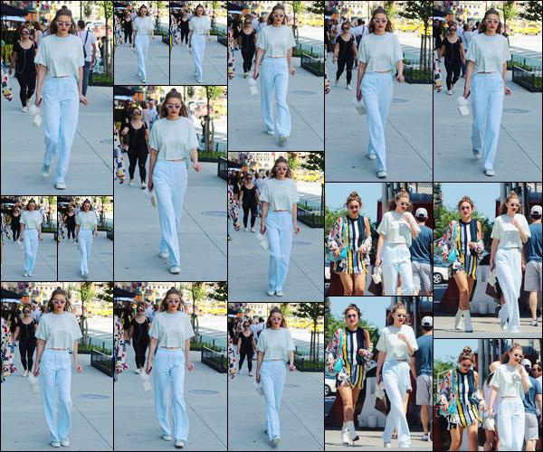 - '-25/06/17-' ◊Jelena Hadid a été photographiée avec sa soeur alors qu'elle se trouvait dans New-York City. C'est ainsi accompagnée de sa soeur, Alana Hadid, que nous retrouvons Gigi à qui j'accorde pour le coup un petit flop pour son look ! -