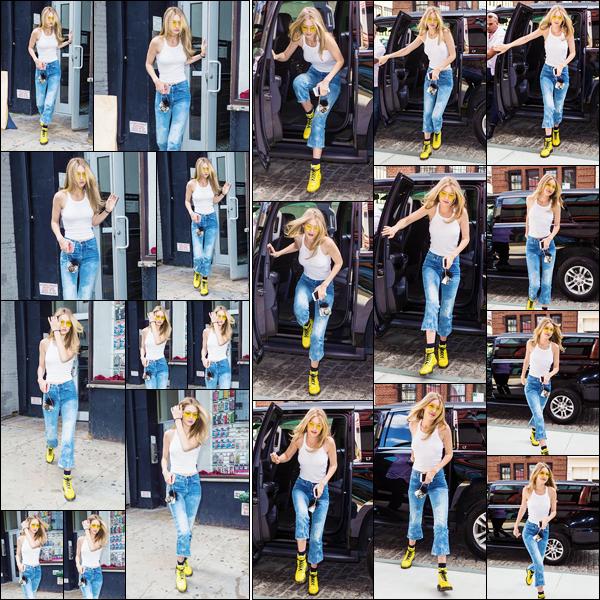 - '-26/06/17-' ◊Jelena H a été photographiée alors qu'elle venait de quitter le studio photo situé à New-York. Par la suite Gigi a été vue alors qu'elle revenait à son appartement. Un top pour notre mannequin surtout avec ses cheveux détachés. -