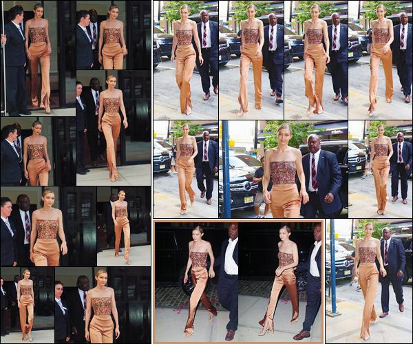 - '-26/06/17-' ◊Gigi Hadid a été photographiée lorsqu'elle quittait son appartement, situé dans Manhattan. Gigi par la suite s'est rendue à une soirée cocktail en l'honneur de Anna Wintour. Puis, la nuit tombée, rejoignant son appartement ! -