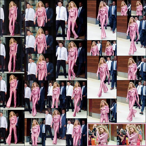 - '-27/06/17-' ◊Gigi Hadid a été photographiée alors qu'elle venait de quitter son appartement, à Manhattan. C'est toute prête que nous retrouvons Gigi non loin de se rendre à la soirée de lancement pour #GigiForVogueEyewear. Un beau top ! -