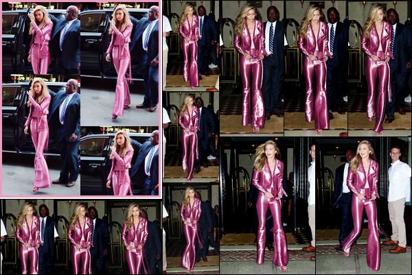 - '-27/06/17-' ◊Gigi Hadid a été vue alors qu'elle venait d'arriver à l'hôtel « Greenwich » situé dans New York. C'est peu après que Gigi a été aperçue alors qu'elle sortait de ce même hôtel cette fois-ci pour ce rendre à la soirée de lancement, top ! -