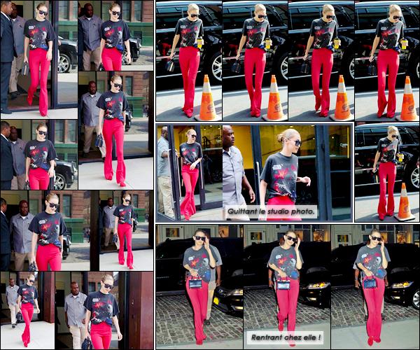 """- """"─-28/07/17-•"""": Gigi Hadid a été photographiée alors qu'elle venait de quitter son appartement à Manhattan. Plus tard, Gigi a été photographiée quittant les studios photos « Milk Studios » pour un photoshoot avec Maybelline, je lui donne un flop. -"""