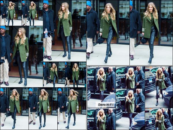 - '-05/02/17-' ◊Gigi Hadid a été photographiée alors qu'elle sortait de son appartement situé à Manhattan. Plus tard le même jour, notre mannequin a été photographiée alors qu'elle sortait du très célèbre aéroport « LAX » dans Los Angeles. -