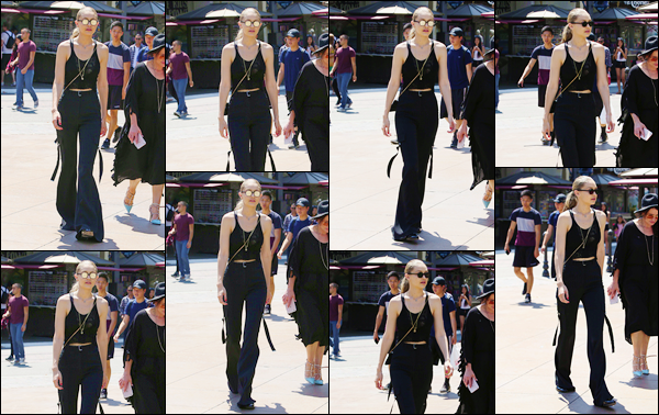 """- """"─-11/07/17-•"""": Gigi Hadid a été photographiée durant sa petite séance shopping à « The Grove » situé à L.A. C'est pour la deuxième journée d'affilée que Gigi a été aperçue en compagnie des s½urs ainsi que de la mère de Zayn Malik, un bon flop. -"""